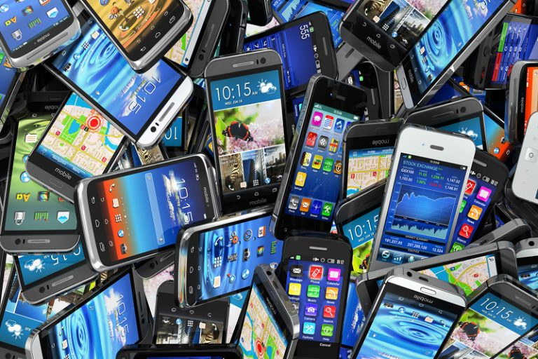 Are You Addicted to Your Smartphone? - FEMININE COLLECTIVE